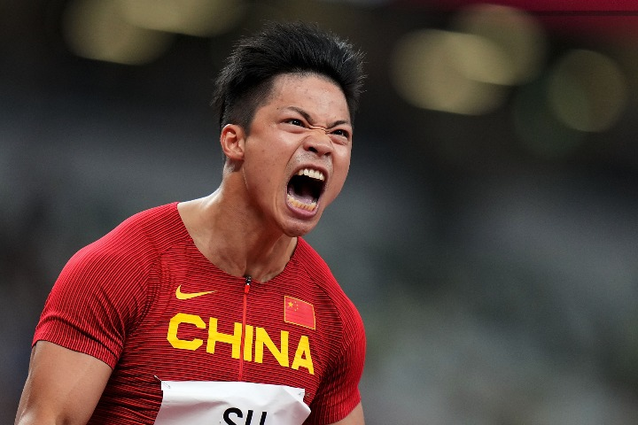 Chinese athletes reaching for the skies