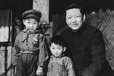Xi jingping with dad-н зурган илэрц
