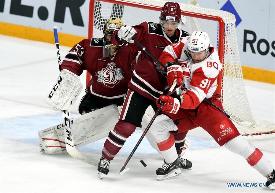 Kontinental Hockey League: Dinamo Riga vs Moscow Spartak ...