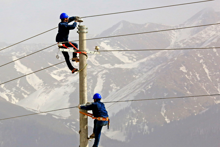 Xinjiang transmits record high of electricity to grid in 2019