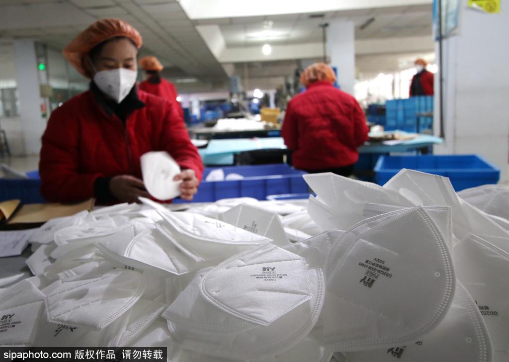 China cranks up protective equipment supplies to fight new coronavirus