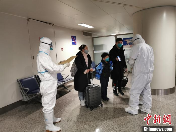 Malaysian flight in isolation in Tianjin after 2 passengers with virus