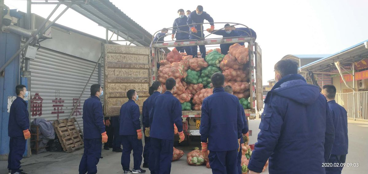 Guizhou villagers send 50 tons of cabbage to Hubei people