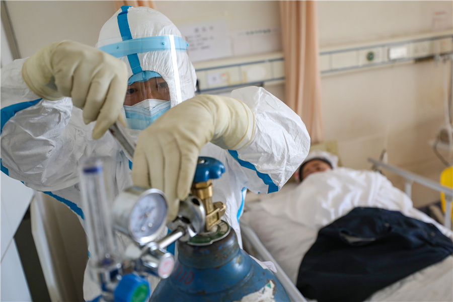 Young village cadre shoulders oxygen to novel coronavirus patients -  Chinadaily.com.cn