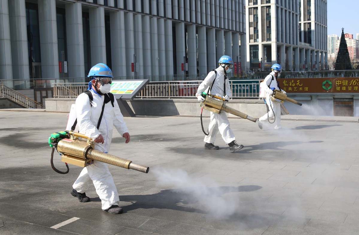 Party members disinfect Beijing street - Chinadaily.com.cn