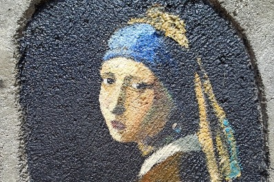 Art student paints over 150 colorful portraits on village wall - Chinadaily.com.cn