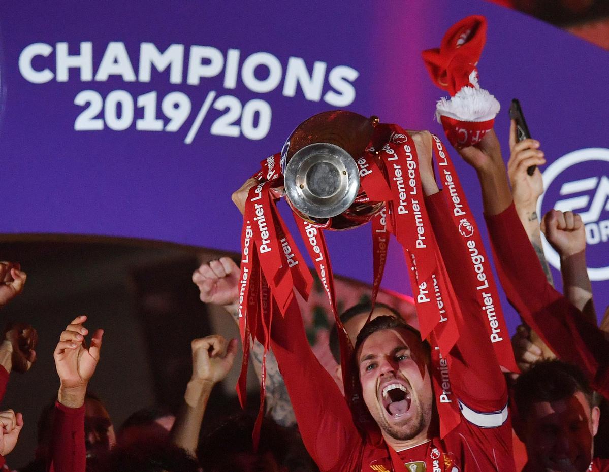 Liverpool Hoist Premier League Trophy After 30 Year Wait Chinadaily Com Cn