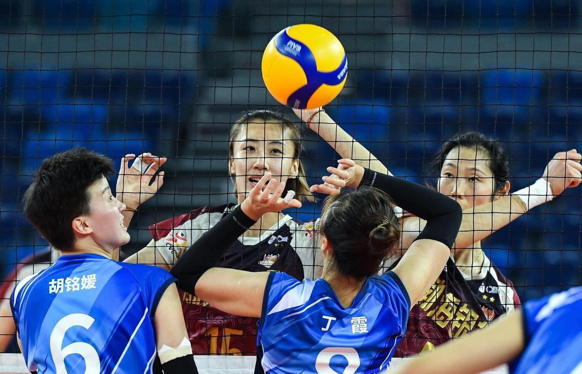 中国排球明星朱婷,丁霞入选FIVB名册100名