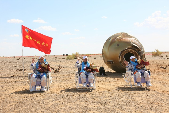 Shenzhou XII crew returns to Earth