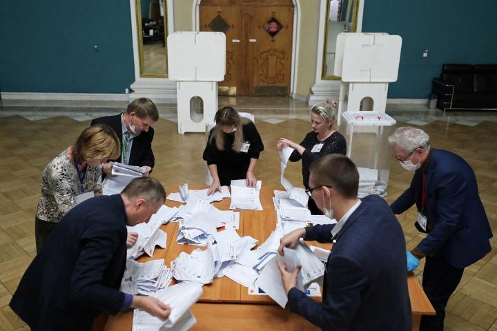 United Russia retains vote majority